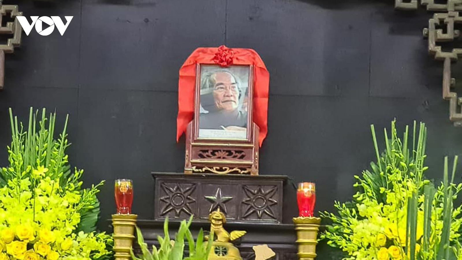 Gia đình, giới văn chương nghẹn ngào tiễn biệt nhà văn Sơn Tùng