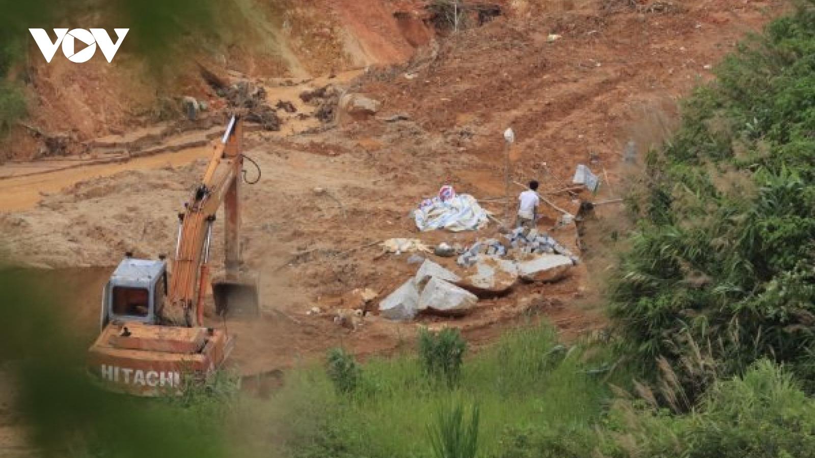 Xẻ núi, khoét đồi, khai thác khoáng sản trái phép giữa đại dịch Covid-19