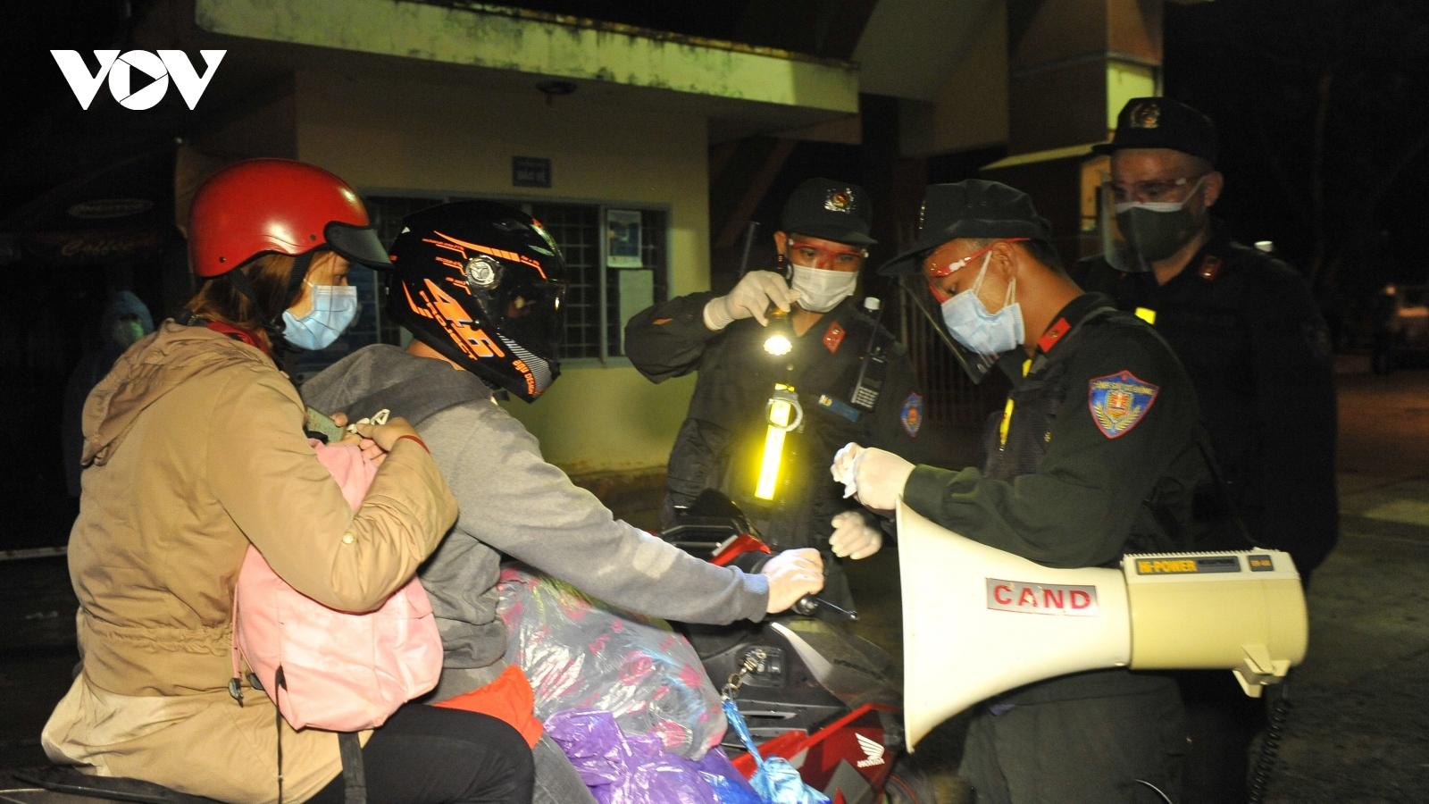 Đắk Lắk trắng đêm tiếp nhận gần 900 công dân về từ vùng dịch