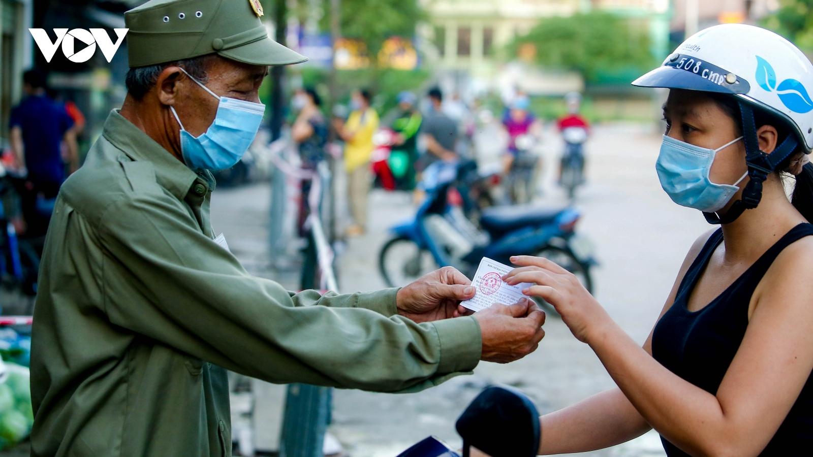 Hà Nội phát phiếu cho người dân luân phiên đi chợ và ra đồng