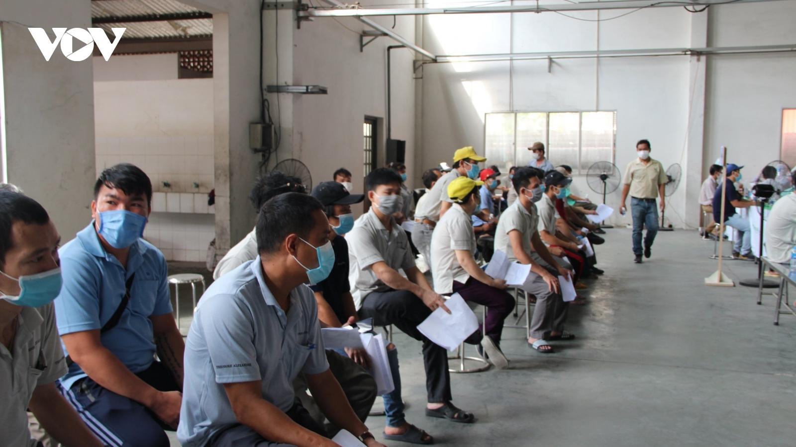 Số ca mắc Covid-19 trongcác khu công nghiệp tạiTP.HCM có xu hướng giảm