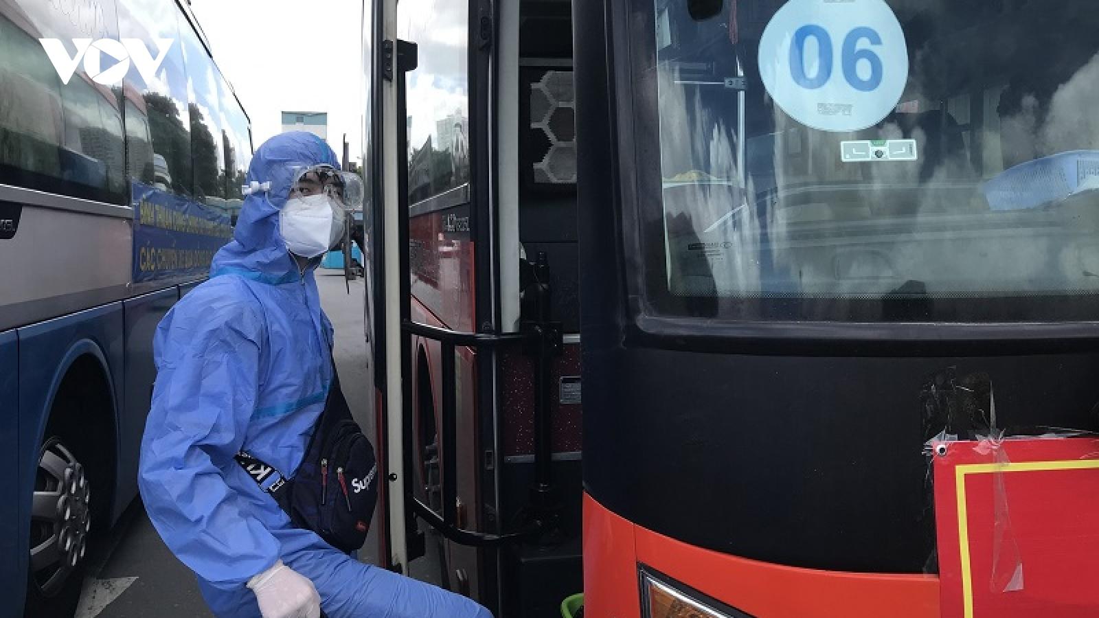 Bình Thuận đón200 công dântừ TP.HCM về quê an toàn