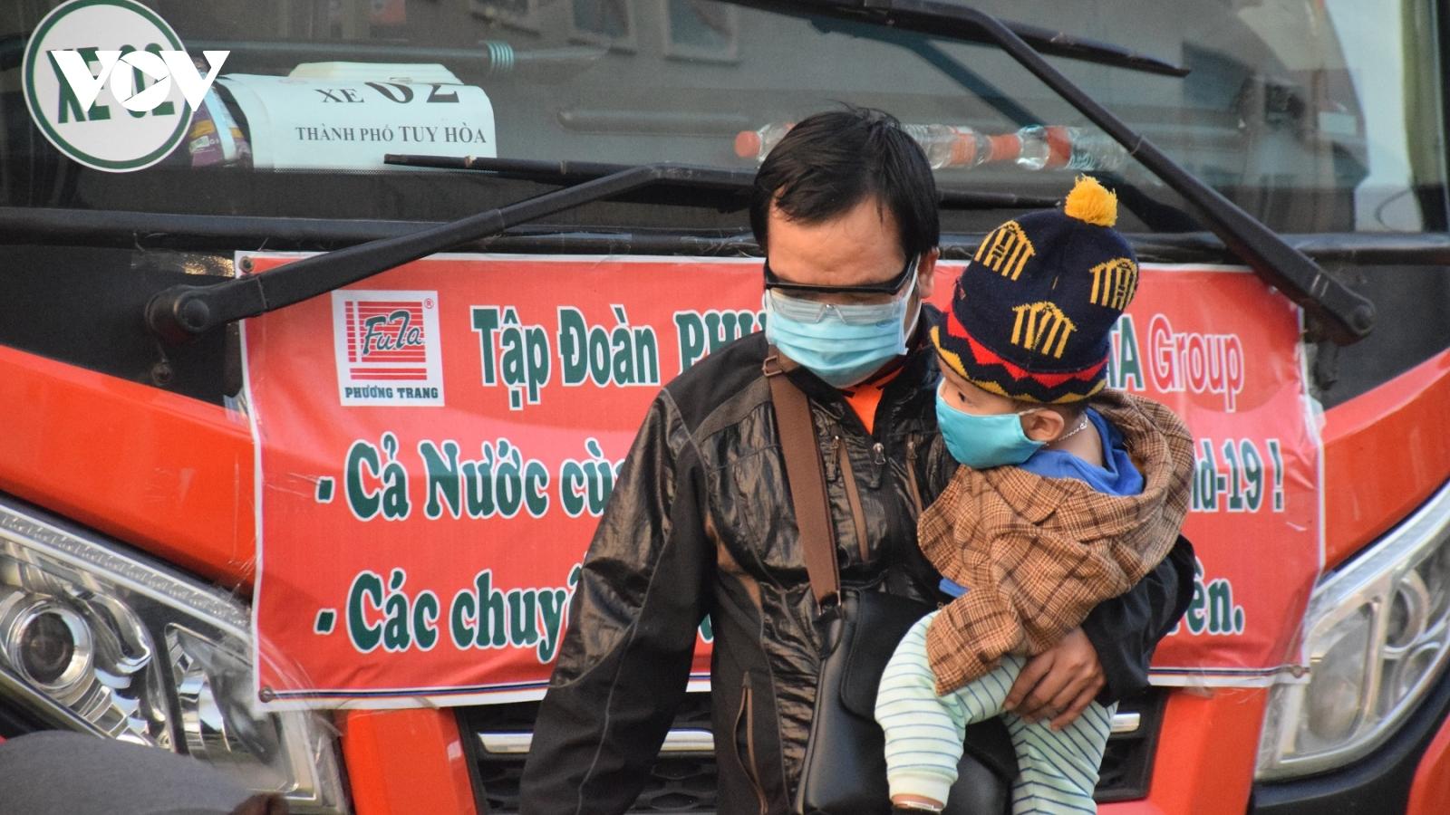 Gần 400 công dân Phú Yên từ TP.HCM về quê an toàn