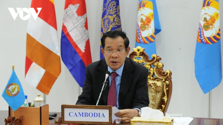 Cambodia donates medical supplies and cash in support of Vietnam's COVID-19 fight