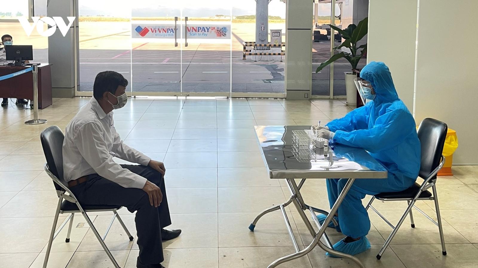 Miễn phí test nhanh Covid-19 cho hành khách bay đến Khánh Hòa