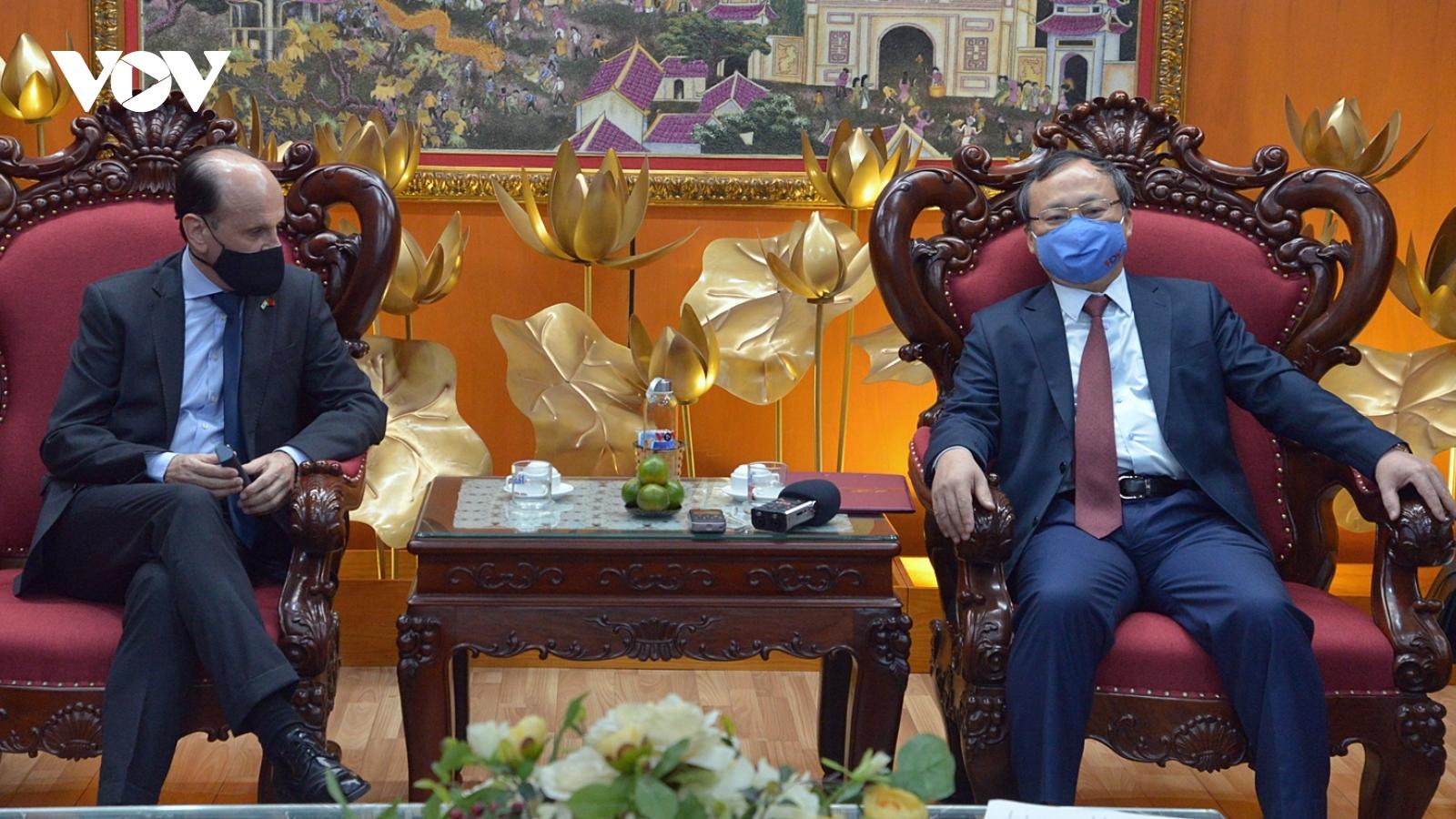 Đại sứ Argentina và Na Uy đến thăm và mong thúc đẩy hợp tác truyền thông với VOV