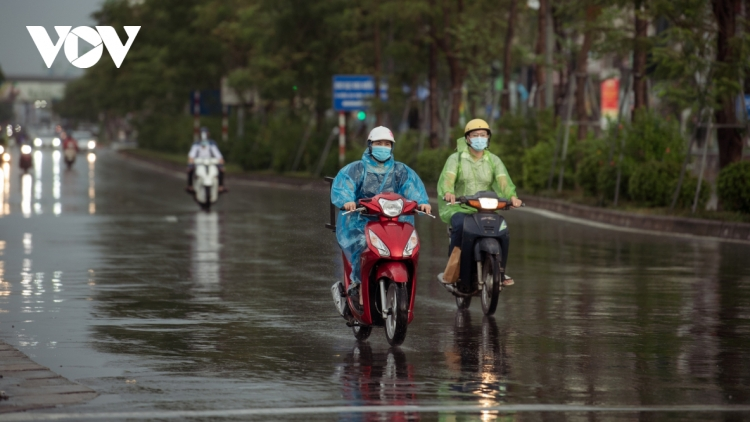 Social distancing period leads to quiet rush hour in Hanoi