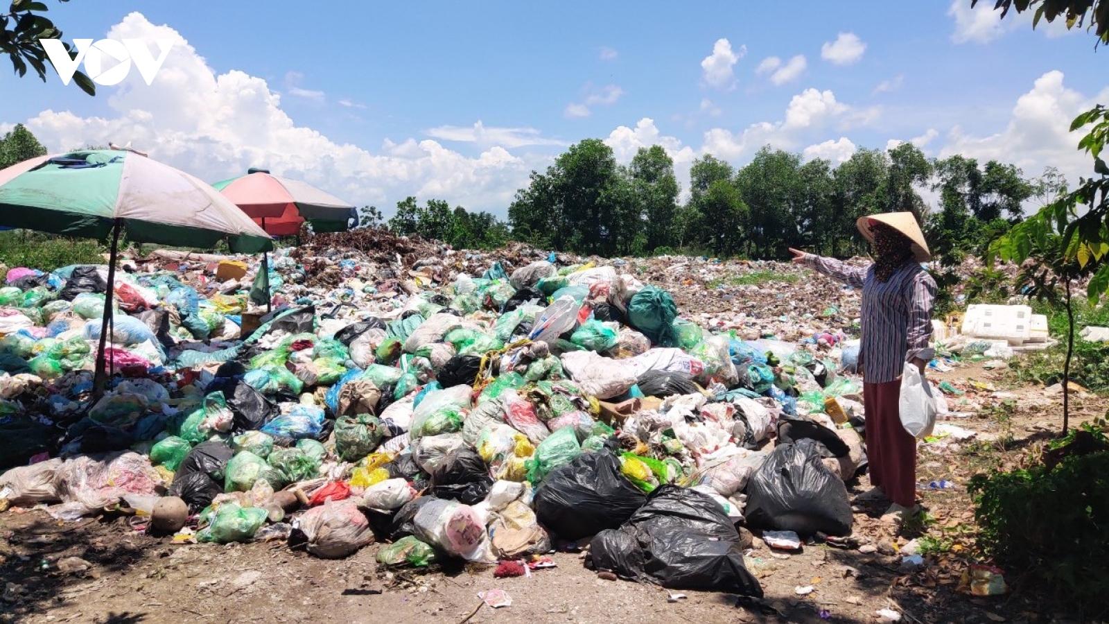 Người dân xã Đoàn Xá, Hải Phòng dựng lán, lập chốt chặn xe chở rác thải
