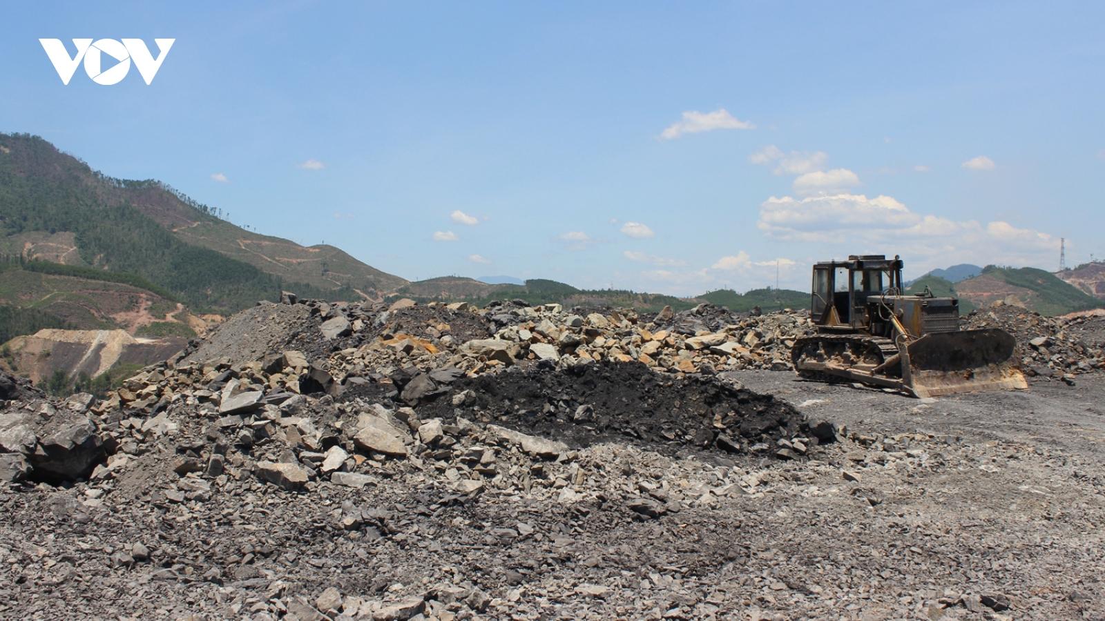 Cuộc sống người dân đảo lộn sau sựcố cháy tại bãi thải mỏ than Nông Sơn