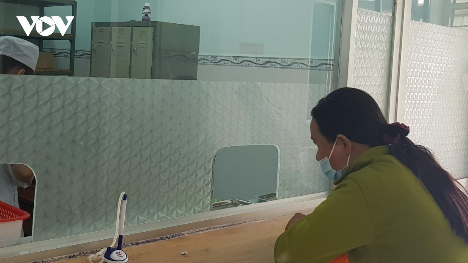 Bệnh viện đa khoa Long An bị phong tỏa, điều trị700 bệnh nhân HIV gặp khó khăn