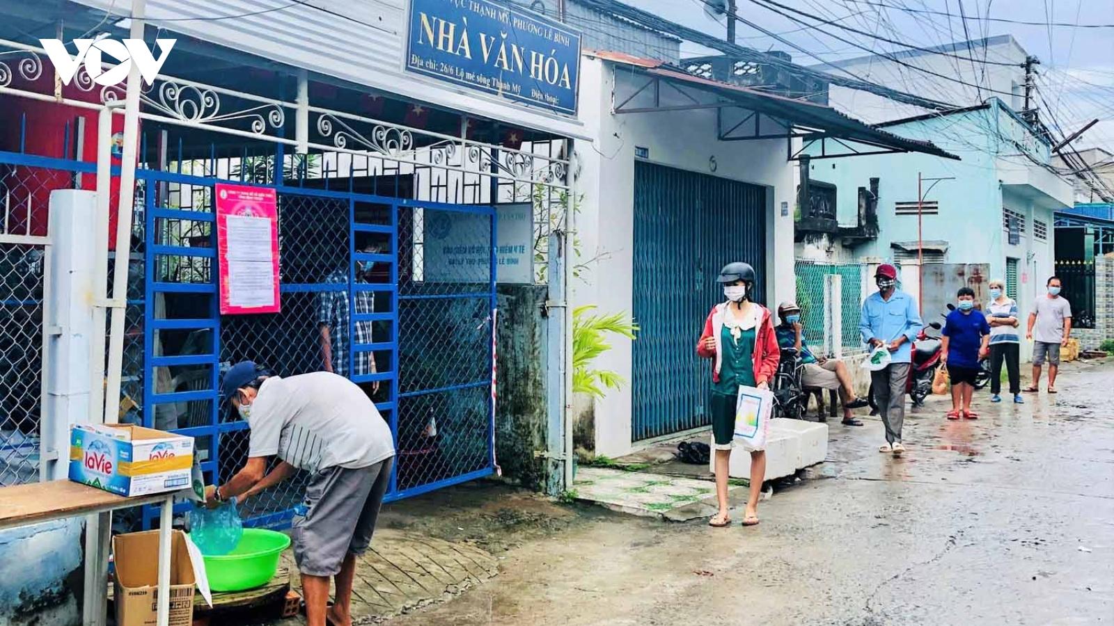 Cây ATM gạo mang niềm vui cho người bán vé số, lao động nghèo Cần Thơ