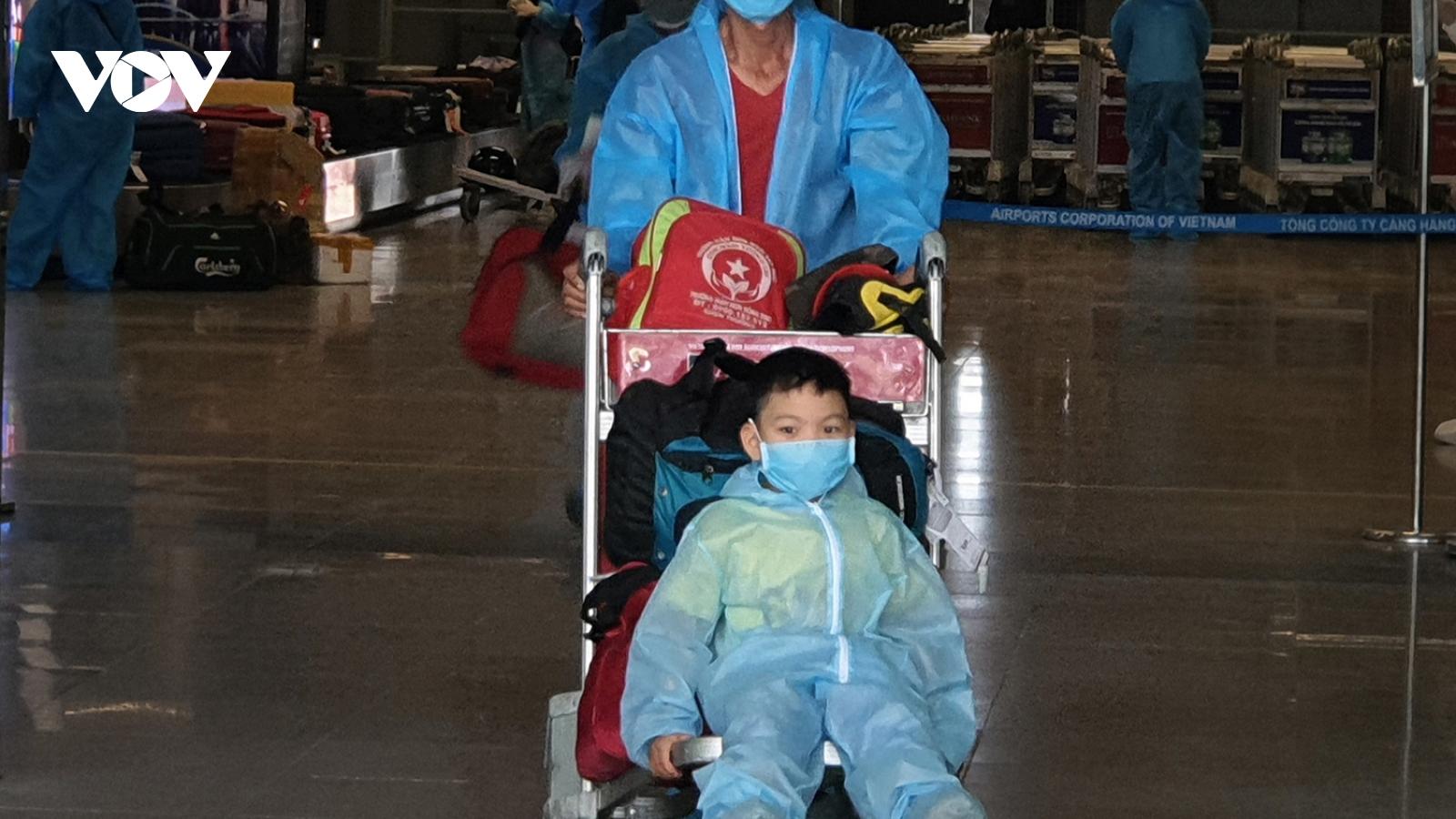 Cận cảnh chuyến bay đầu tiên đưa người dânĐà Nẵng trở về từ vùng dịch TP.HCM