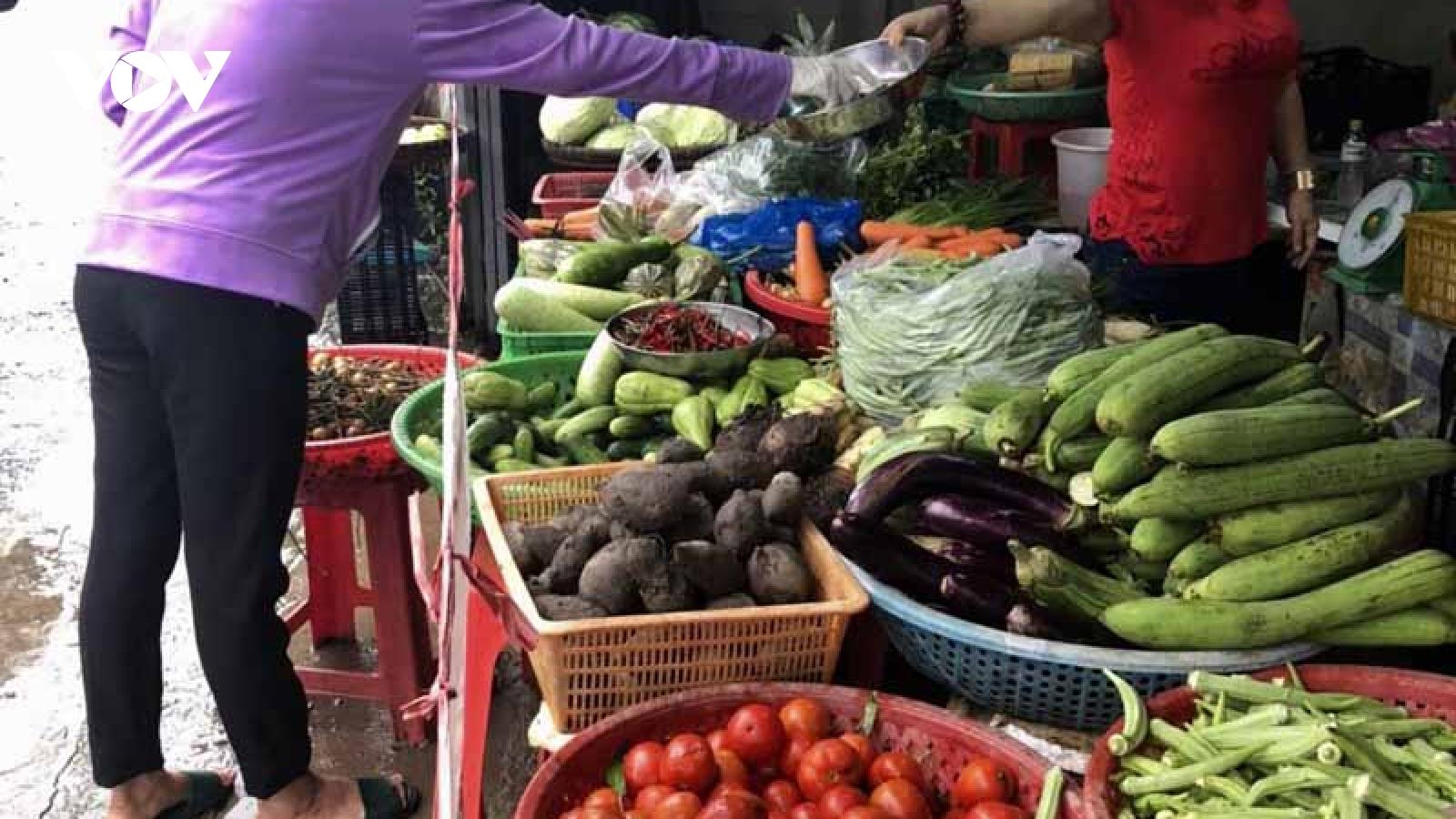 """""""Tổ phụ nữ đi chợ hộ"""" giúp người dân thực hiện tốt Chỉ thị 16 của Thủ tướng Chính phủ"""