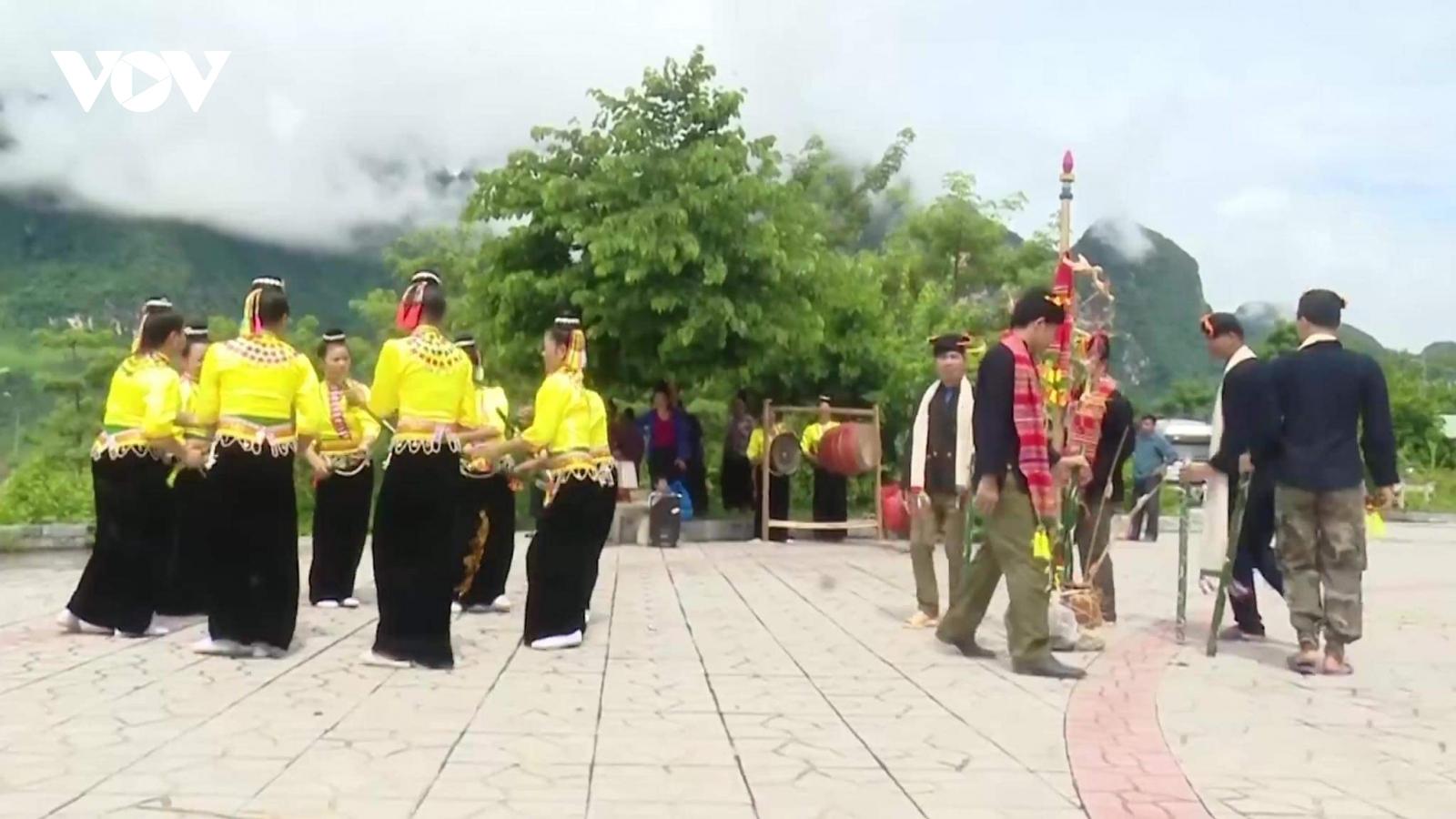 """""""Hưn mạy"""" - nhạc cụ truyền thống của người Kháng ở Quỳnh Nhai"""