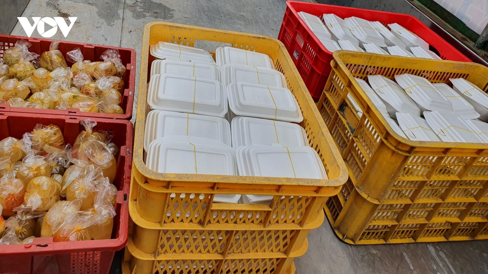 Những bếp ăn tình thương, cây gạo ATM giúp người nghèo trong dịch bệnh Covid-19