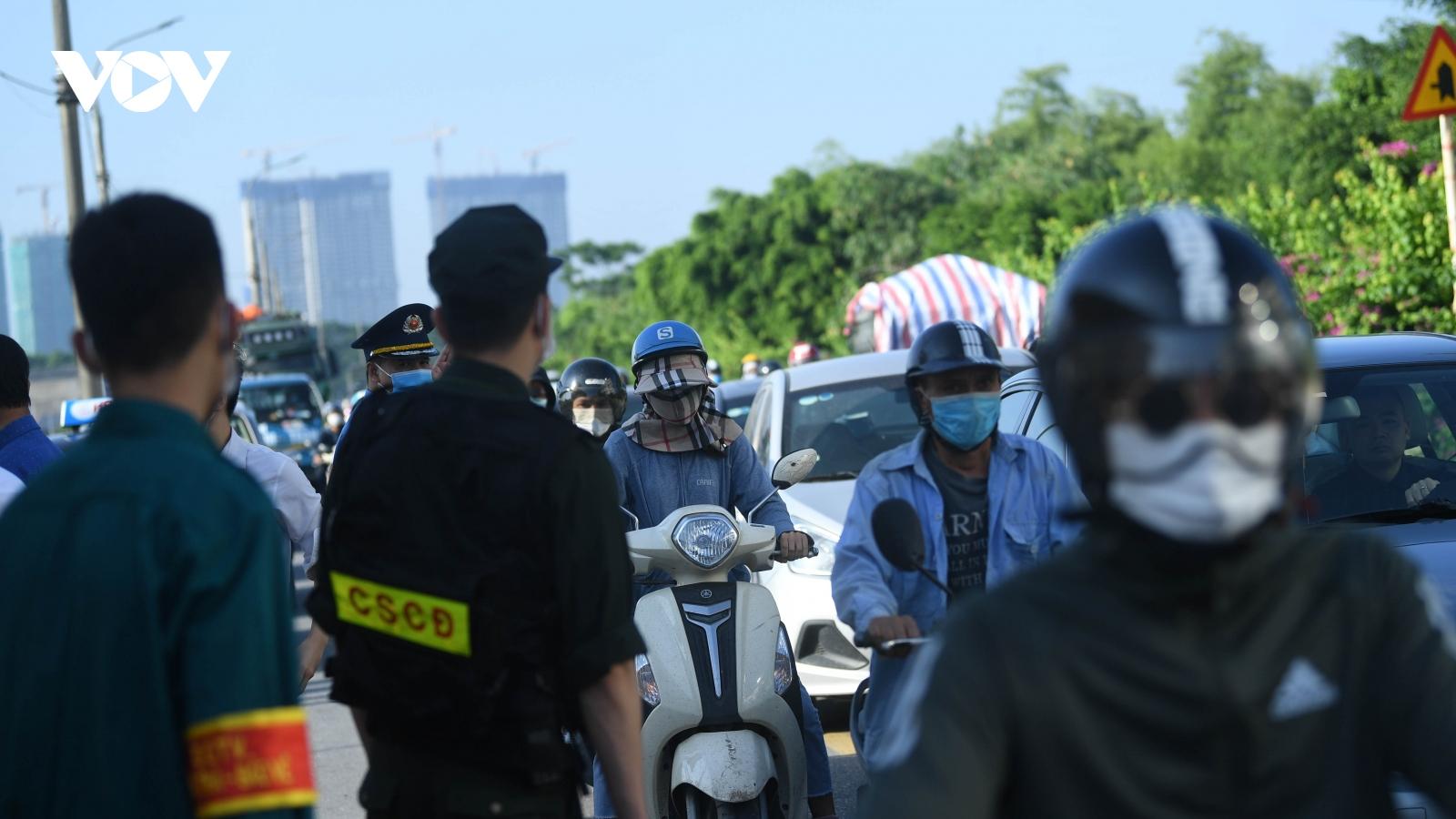 Hà Nội yêu cầu 52 xe quay đầu trong ngày đầu tiên 22 chốt kiểm soát hoạt động
