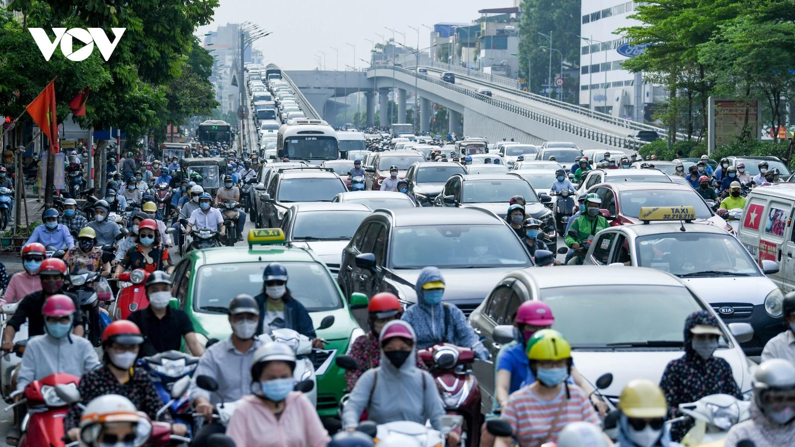 Hà Nội vẫn ùn tắc giao thông giờ cao điểm như chưa hề có giãn cách