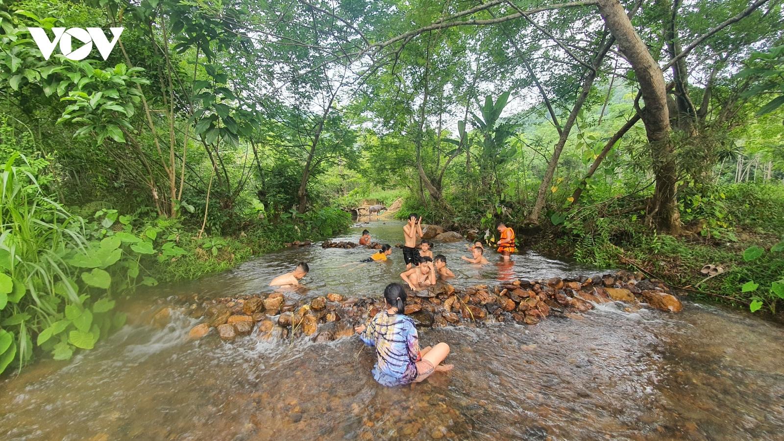 Mô hình dạy trẻ phòng chống đuối nước tại bản làng vùng cao Bắc Kạn