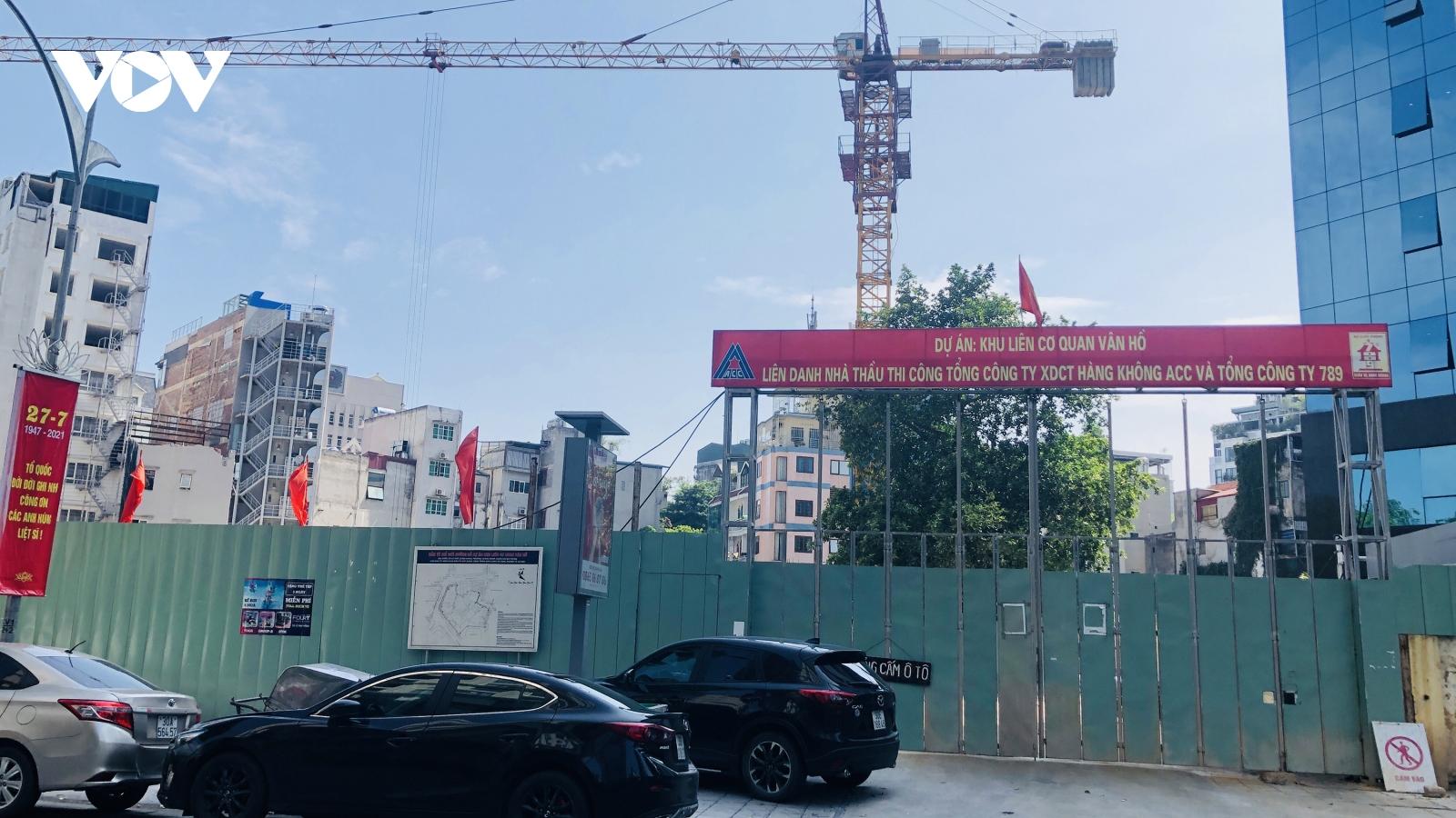"""Các công trình xây dựng ở Hà Nội """"nằm im"""" tuân thủ giãn cách xã hội"""