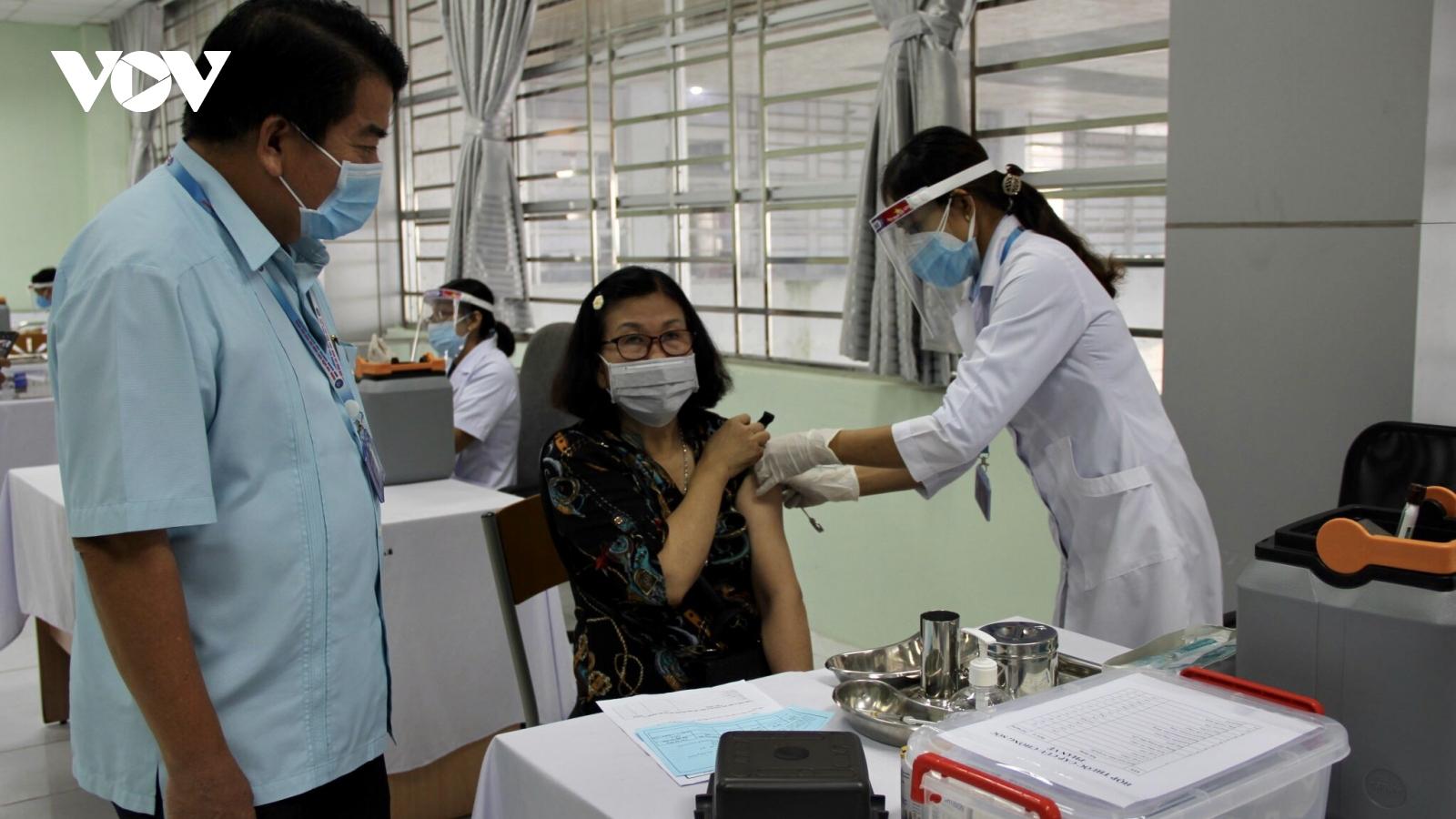Hậu Giang triển khai tiêm vaccine phòng COVID-19 đợt 3 với hơn 26.100 liều