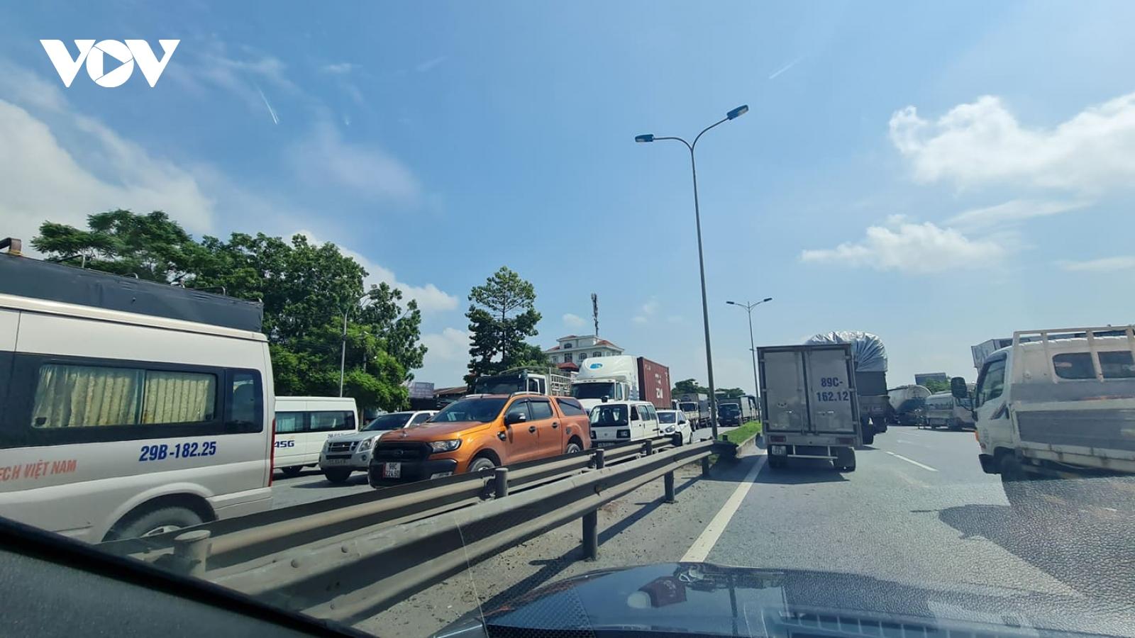 Ảnh: Nhiều xe vào Hà Nội phải quay đầu, cao tốc Pháp Vân- Cầu Giẽ ùn tắc