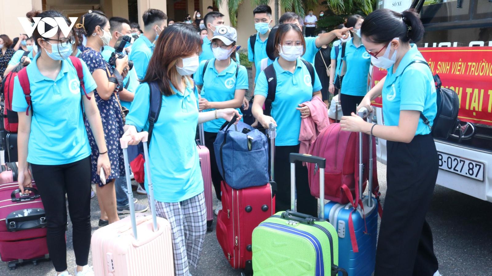 Cán bộ, sinh viên Đại học Y Dược Hải Phòng lên đường hỗ trợBình Dương phòng chống dịch