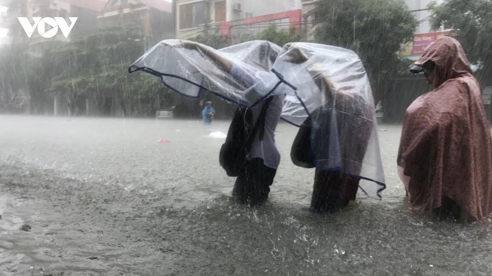 Dự báo, mưa lớn ở Bắc Bộ và Trung Bộ trong những ngày tới, có nơi lên đến 250mm