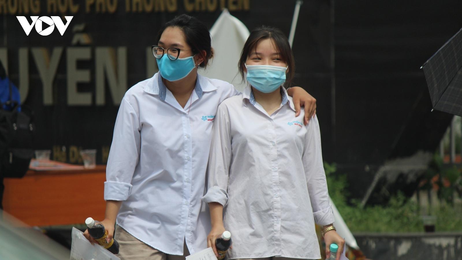 Nhìn lại những hình ảnh kì thi tốt nghiệp THPT giữa mùa Covid-19 tại Hà Nội