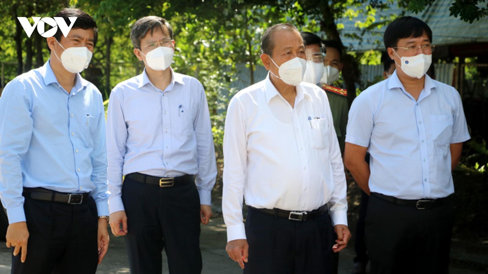 Phó Thủ tướng Trương Hoà Bình kiểm tra phòng, chống dịch tại Đồng Tháp