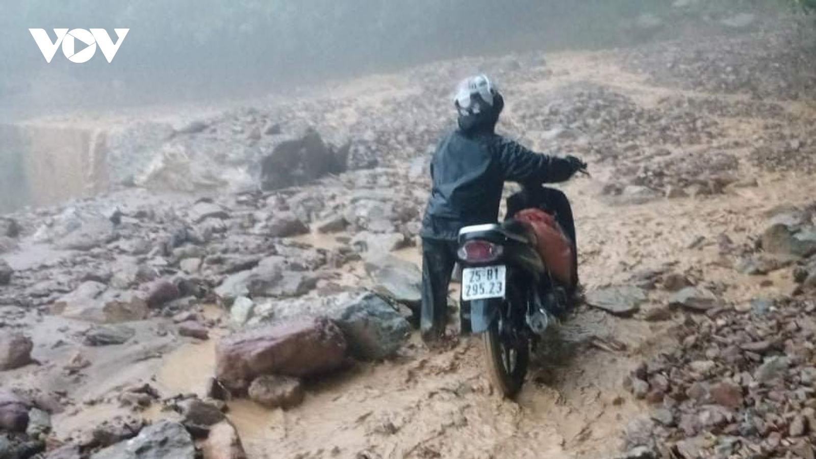 Mưa lớn gây sạt lở trên nhiều tuyến đường ở Lai Châu