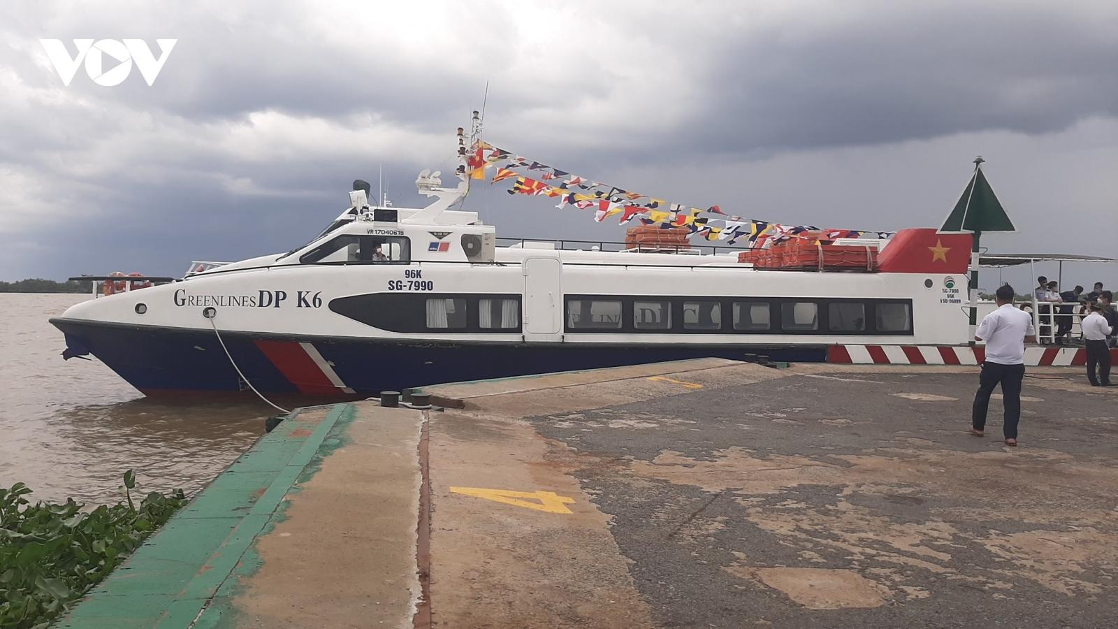 Dùng tàu cao tốc chở hàng hóa thiết yếu tại vùng dịch phía Nam