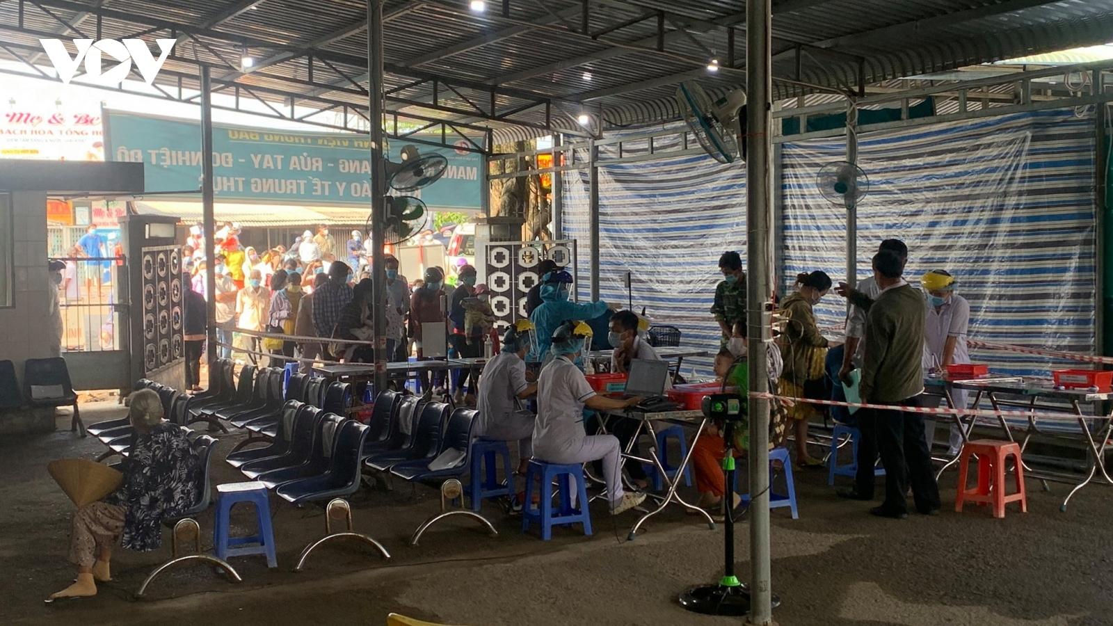 Tổ công tác của Bộ Y tế tích cực hỗ trợ tỉnh Tiền Giang chống dịch Covid-19