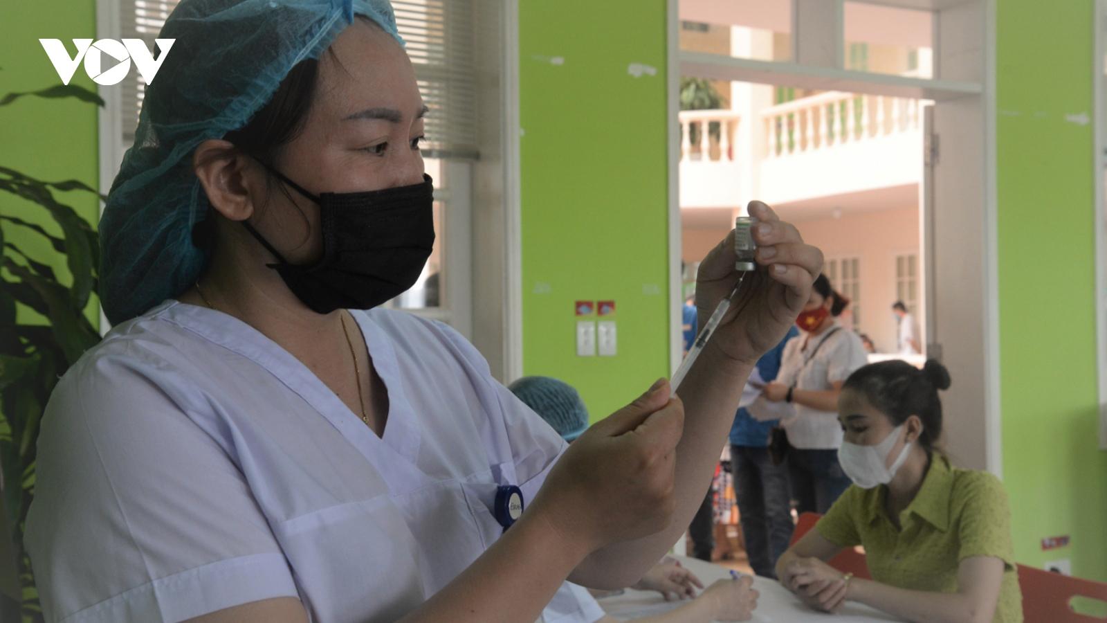 Móng Cái triển khai tiêm hơn 30.900 liều vaccine Sinopharm