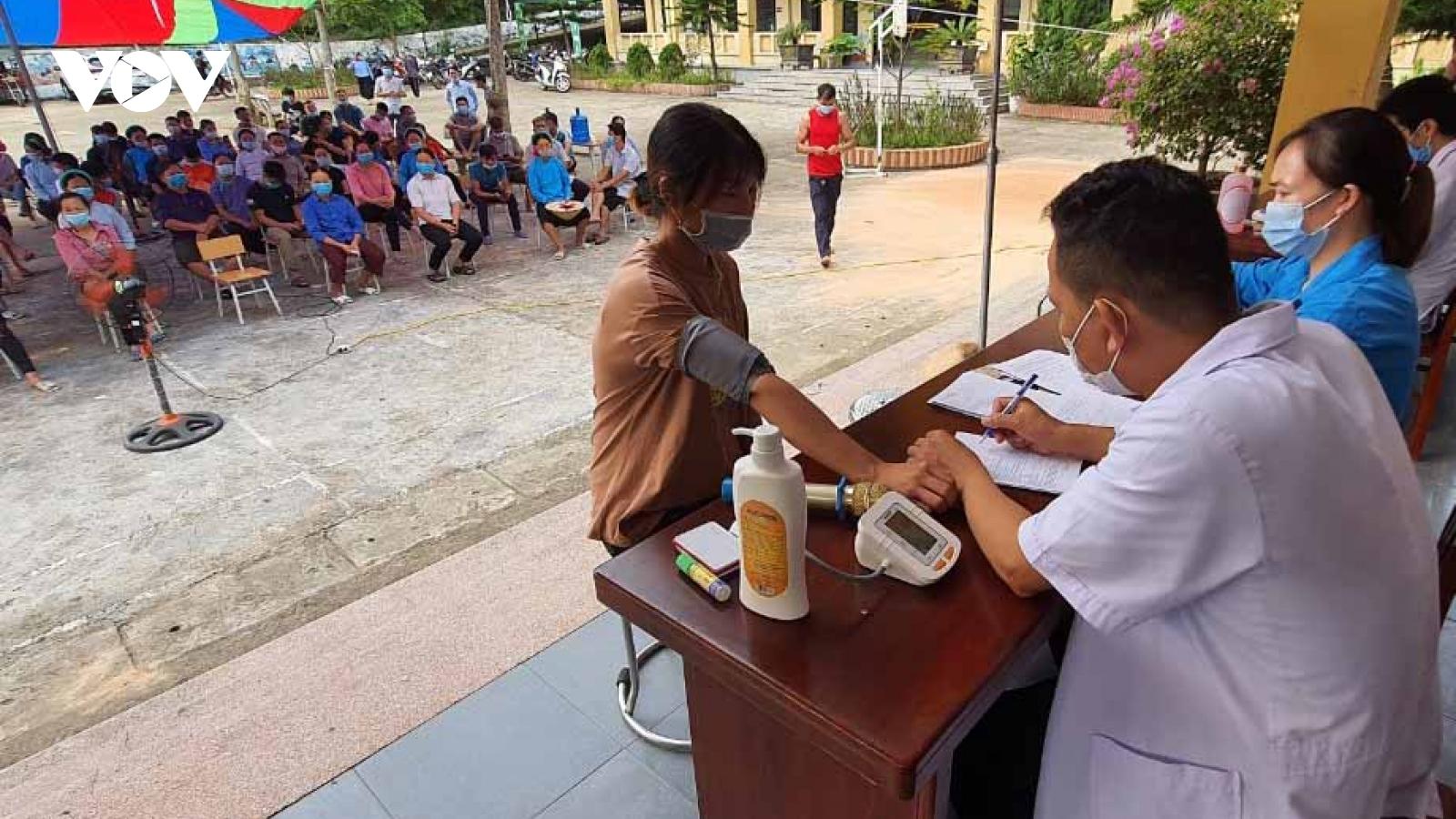 Quảng Ninh: Triển khai đăng ký tiêm vaccine Covid-19 trực tuyến cho người dân