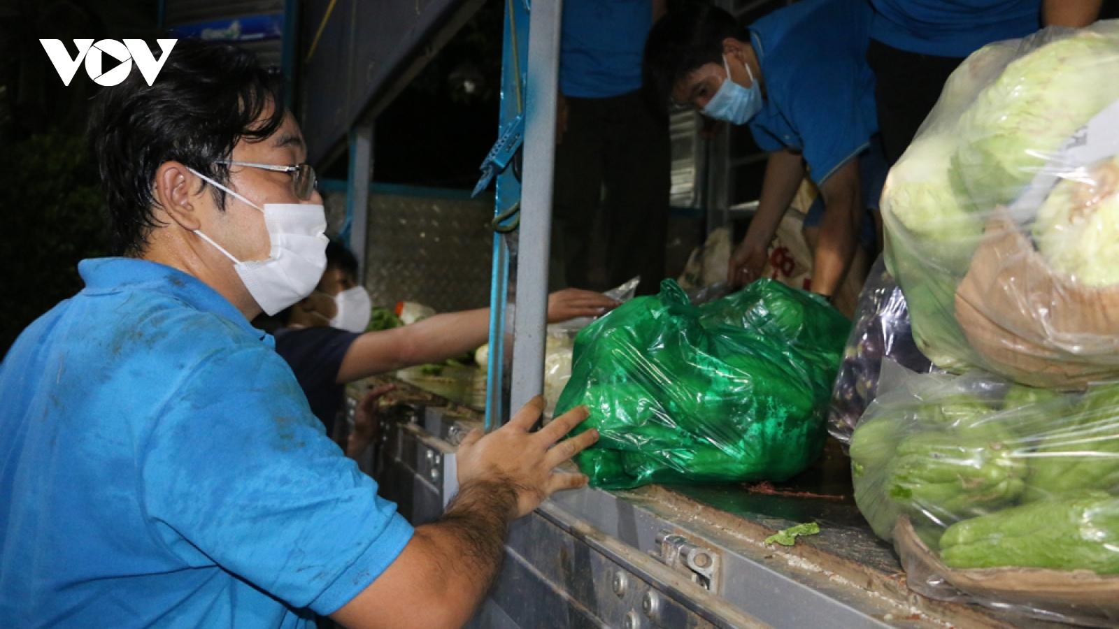 Các địa phương tiếp tục tiếp nhận và hỗ trợ người dân khó khăn nơi tâm dịch