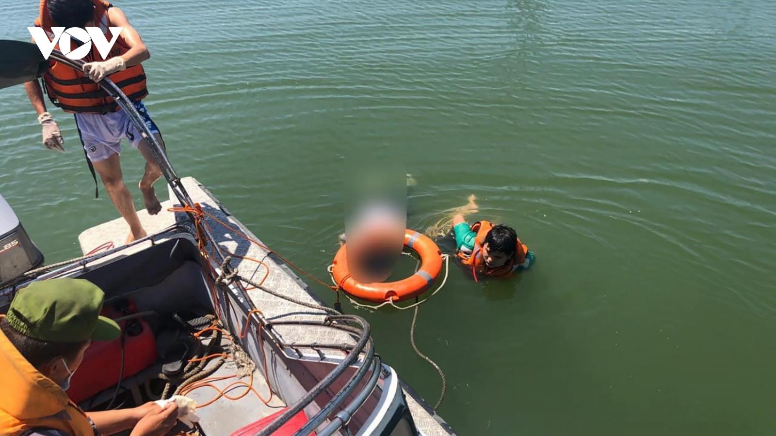 Thanh niên 25 tuổi nhảy cầu Thuận Phước tự tử