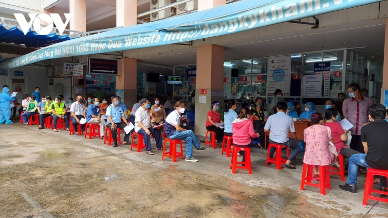 Bình Thuận, TP.HCM tiếp tục có thêm ca mắc mới, bắt đầu tiêm đại trà vaccine Covid-19