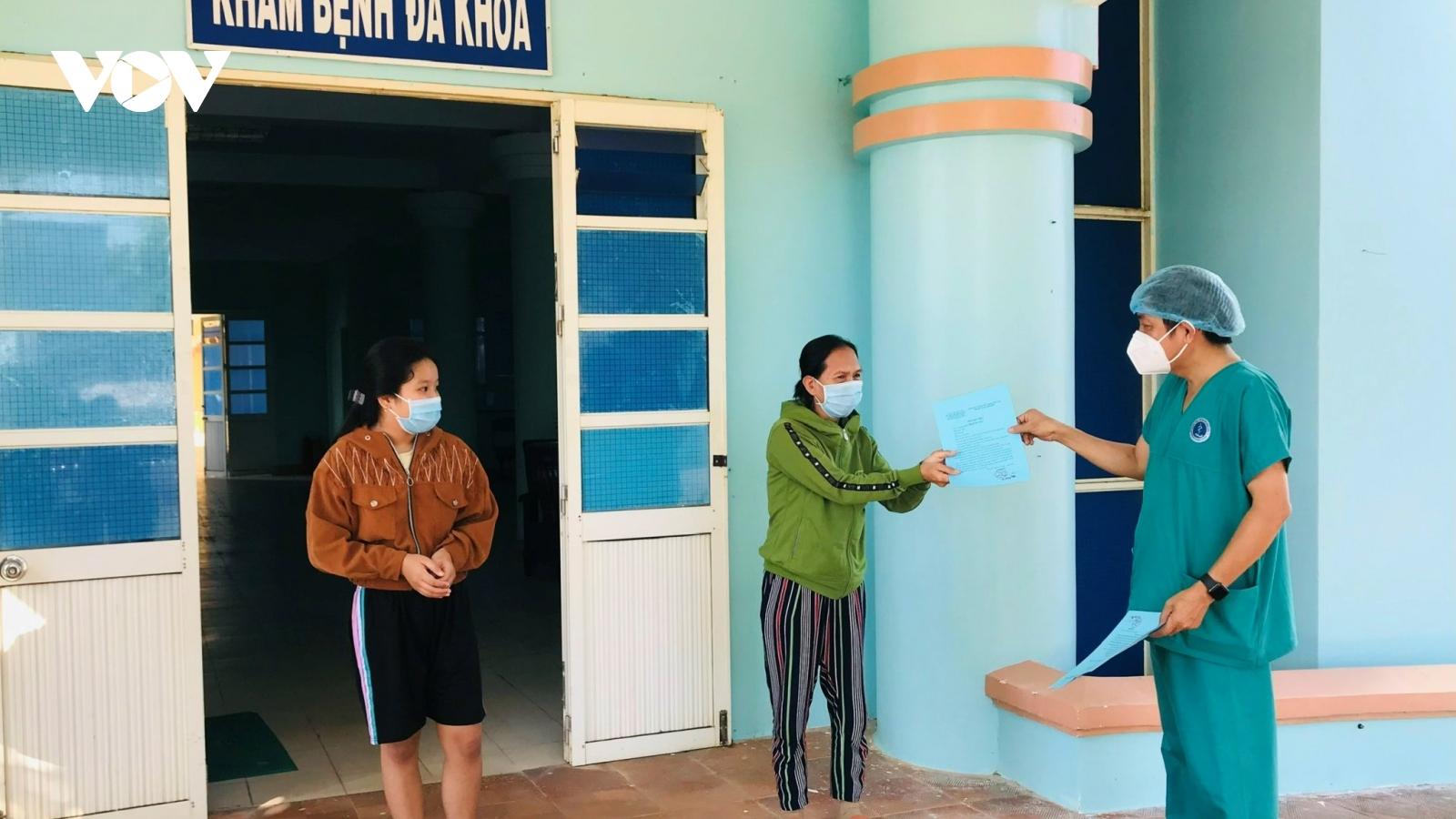 3 bệnh nhân mắc Covid-19 đầu tiên ở vùng dịch Đức Phổ, Quảng Ngãixuất viện