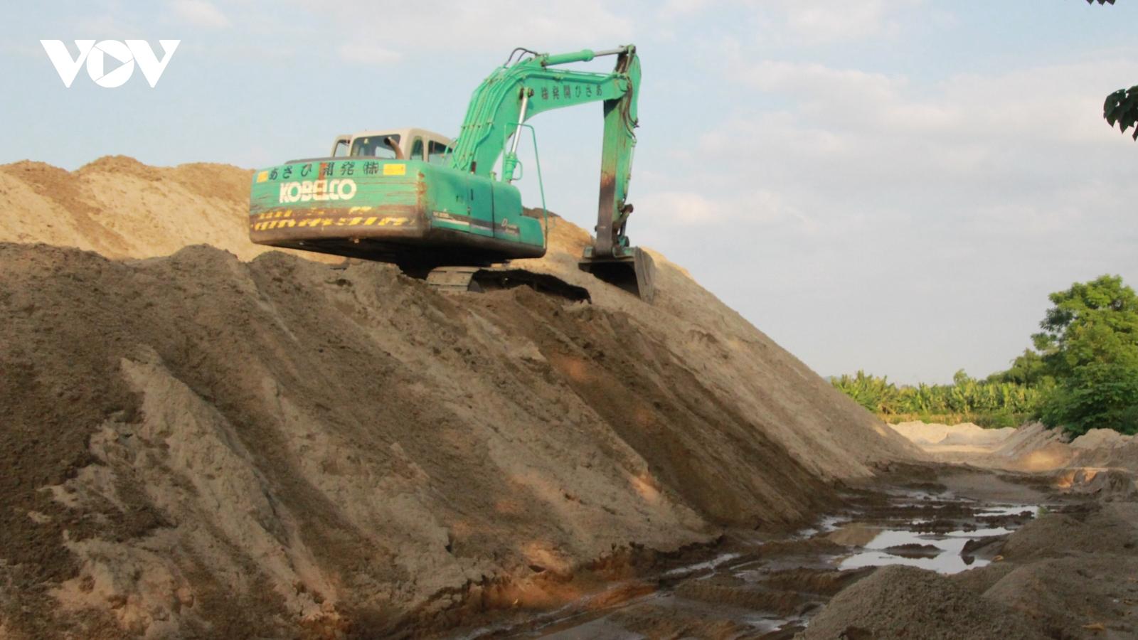 Bát nháo tình trạng khai thác, tập kết cát, sỏi trái phép ở Yên Bái