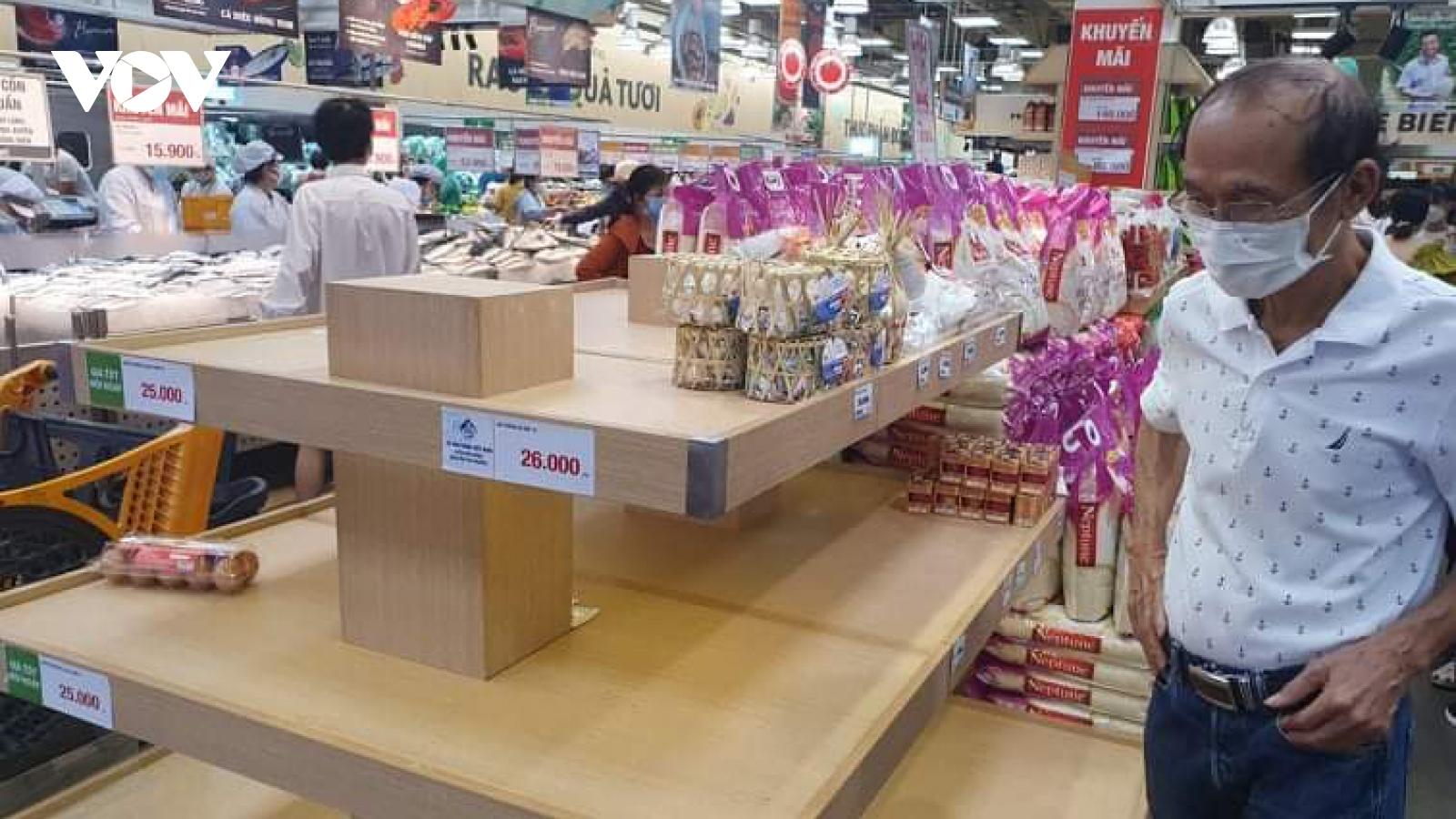 Mỗi khách hàng chỉ được mua 1-3 vỉ trứng gia cầm để tránh gom hàng