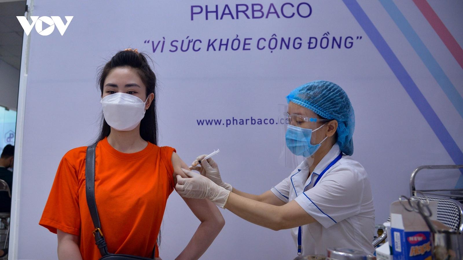 Hà Nội đảm bảo tiêm vaccine COVID-19 đúng tiến độ và an toàn xuống từng quận, huyện