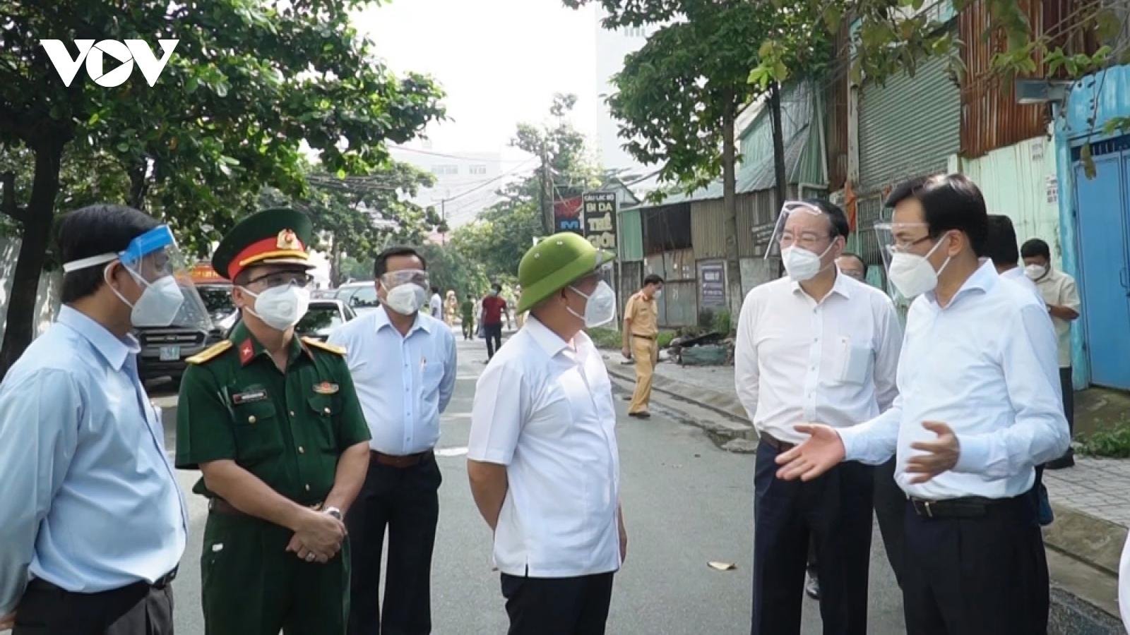 Bộ trưởng, Chủ nhiệm Văn phòng Chính phủ thăm hỏi động viên người dân Bình Dương