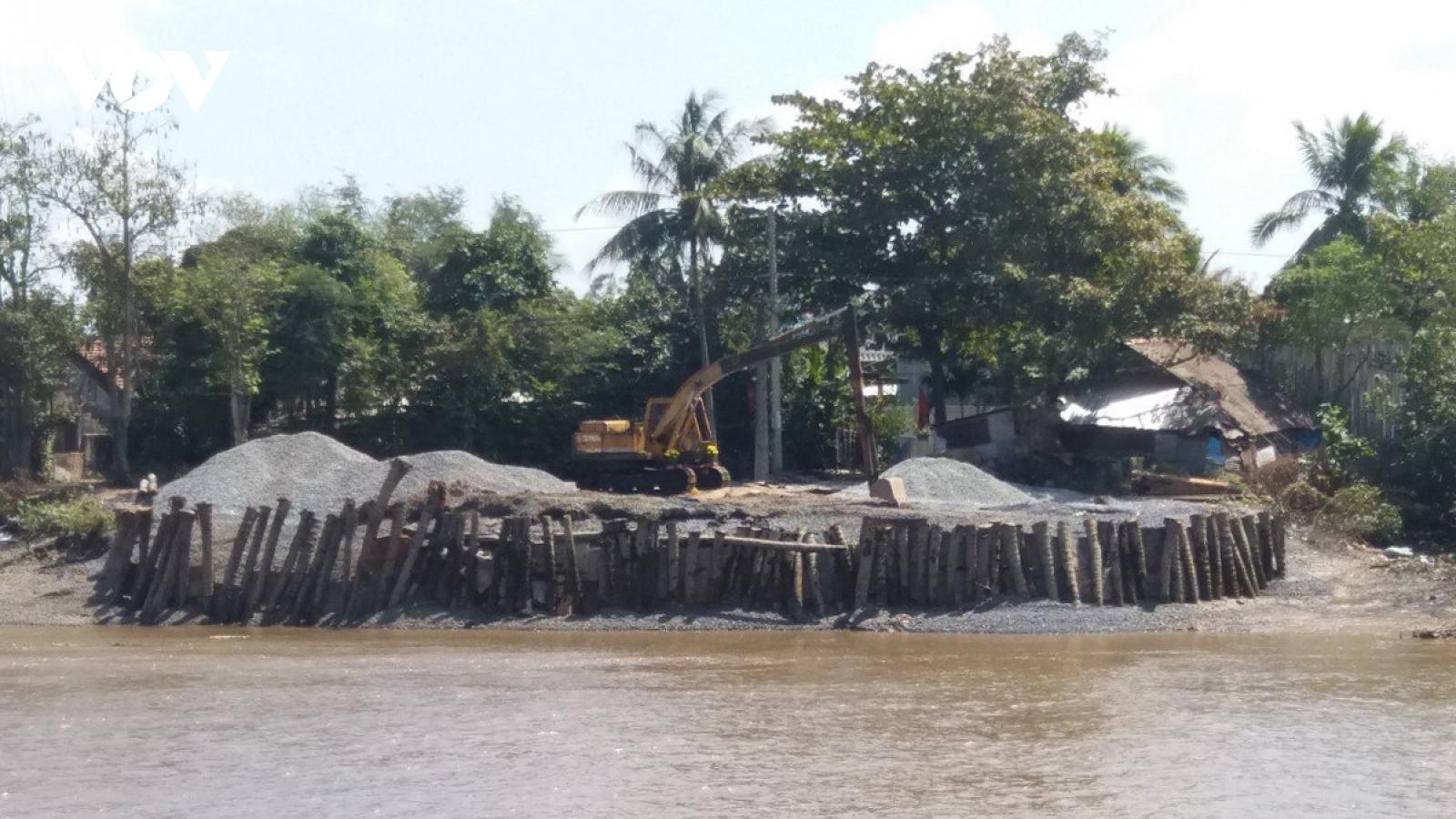 Dự án nâng cấp mở rộng kênh Chợ Gạo chậm tiến độ, người dân khốn khó