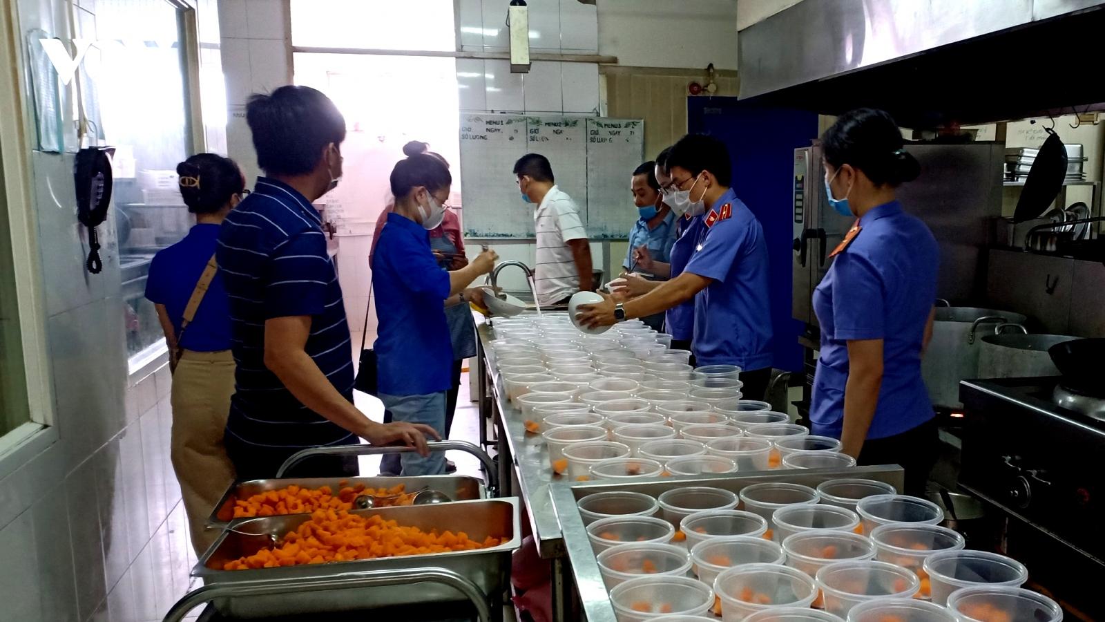 Đắk Lắk hỗ trợ 500 suất ăn đêm cho công dân trở về từ vùng dịch