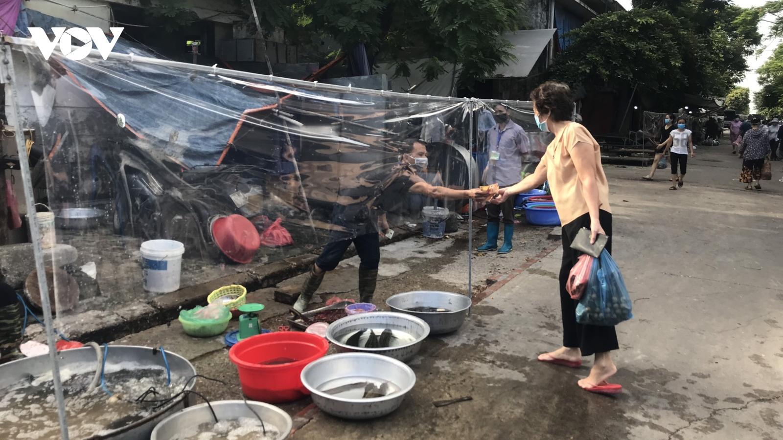 Chợ đầu mối phía Nam Hà Nội trong ngày đầu tiên mở cửa trở lại sau giãn cách