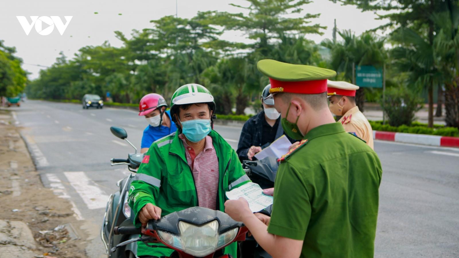 Hà Nội yêu cầu trình giấy đi đường kèm theo lịch trực, căn cước công dân...