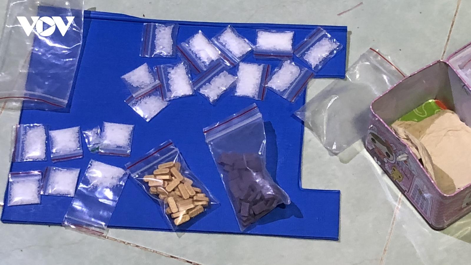 Bắt quả tang thanh niên tàng trữ 18 bịch ma túy