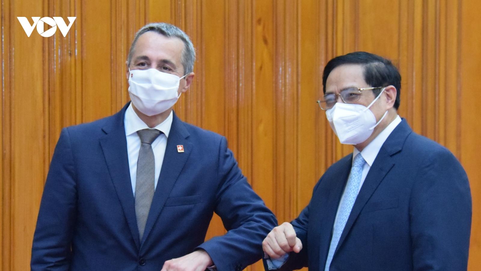 Thụy Sỹ viện trợ khẩn cấp cho Việt Nam thiết bị, vật tư y tế phòng chống Covid-19