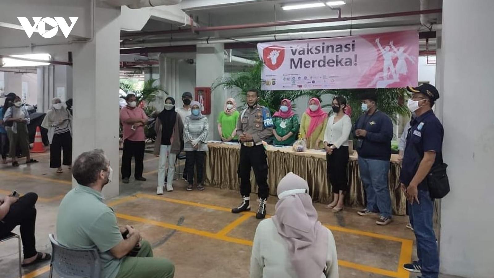 Thủ đô Jakarta (Indonesia) tiêm vaccine Covid-19 cho 100% người dân mừng Quốc khánh