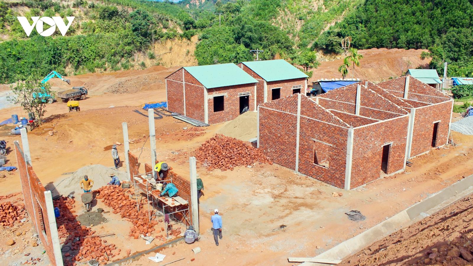 Quảng Nam khẩn trương hoàn thành nhà ở cho người dân vùng sạt lở núi